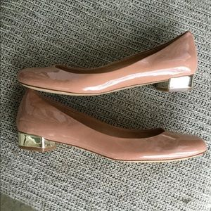 J.CREW glance leathe tan flats with heel accents